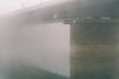 Rheinbrücke im Nebel